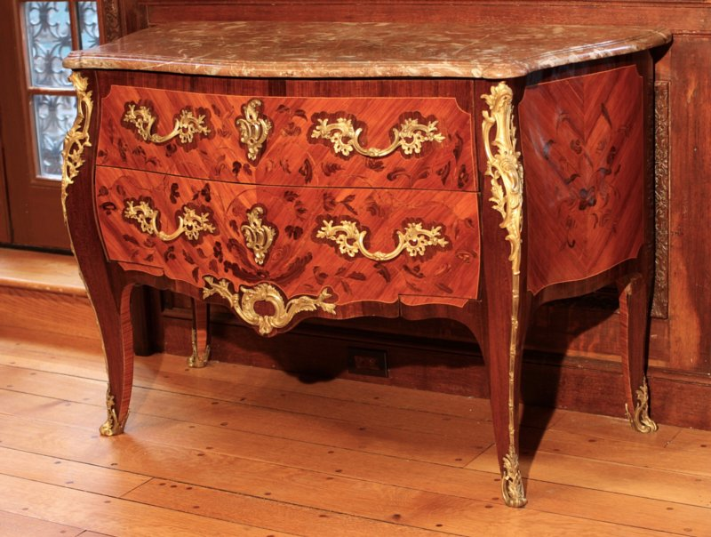 """Louis XV commode veneered with kingwood """"bois de bout"""" marquetry on a tulipwood ground by Jacques van Oostenrijk dit """"Dautriche"""". Rhe ormoulu bronzes and borders are framed in amaranth, typical for this ébéniste. Signed: J. Dautriche"""