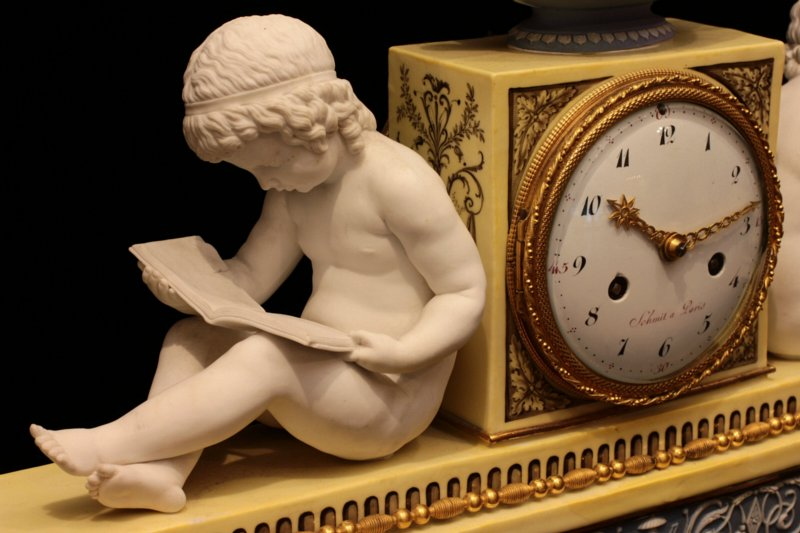 Dihl et Guérhard clock portraying reading and writing children